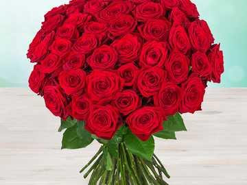Rosenstrauß - Strauß frischer roter Rosen.