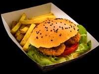 hamburger si cartofi prajiti