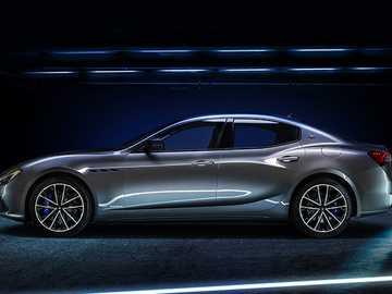 Maserati Ghibli Hybrid - Od czasu premiery Priusa przez Toyotę pod koniec lat 90. hybrydowe samochody elektryczne produkowan