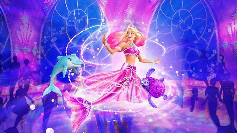 BARBIE: UNA PRINCESA PERLA - ¡La aventura submarina en la última película de Barbie es imprescindible para los fanáticos de la muñeca más famosa del mundo! Esta vez, Barbie interpreta a la bella sirena Lumina, que no sabe q (6×3)