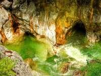 Τιρόλο ----- - Βράχια - σπηλιές - βουνά - χαράδρες