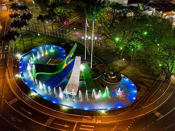Brazilian Boulevard - A brazilian boulevard at night (Cascavel - Parana)