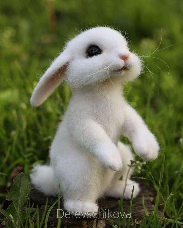 стоящ заек - това е много сладък заек (4×5)