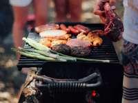 Барбекю месо - лице месо на скара. Рединг, САЩ