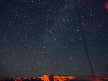 zdjęcie drogi mlecznej - Nocne niebo w Monument Valley.