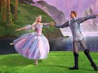BARBIE FRÅN SWAN LAKE - Barbie från Swan Lake är en saga med fantastisk musik av Tchaikovsky, där Barbie framträder som