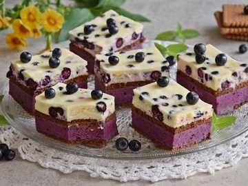 Cake with blueberries on biscuits - Preparation: Cake with blueberries on biscuits Put the biscuits on the bottom of a baking tin measur