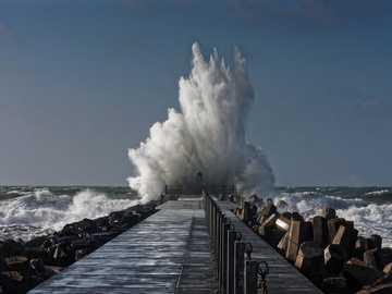 Falochron - Wzburzone morze ------------