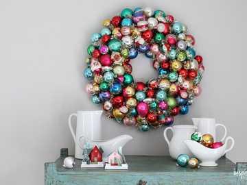 Bombki choinkowe - Obraz Bożego Narodzenia z kolorowych kulek