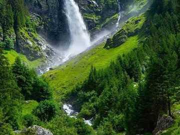 wodospad - piękna przyroda - wodospad - piękna przyroda - zieleń i świeżość