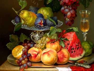 martwa natura z owocami - Brzoskwinie, winogrona, arbuz, gruszki, figi