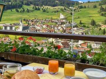Breakfast with a view. - Landscape puzzle.
