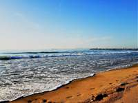 A strandon - szép séta a tengerparton