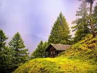 Ορεινό τοπίο - Μια καλύβα - ένα μέρος ανάπαυσης για έναν περιπλανώμεν�
