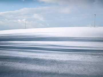 Tir à la lumière du jour. - photographie d'un champ couvert de neige pendant la journée. Haj Nicovo, Liptovský Mikuláš,