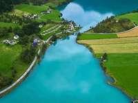 Lacul Oldevatnet din Norvegia.