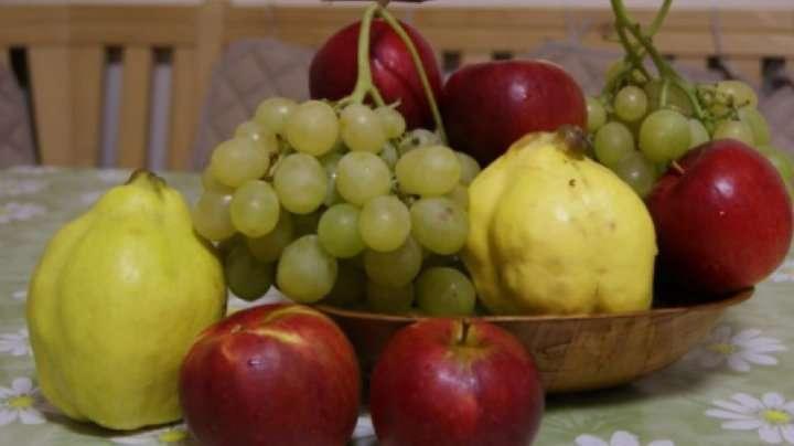 fructe de toamnă - măr, strugure, gutuie (4×2)