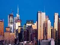 Panorama města v noční době
