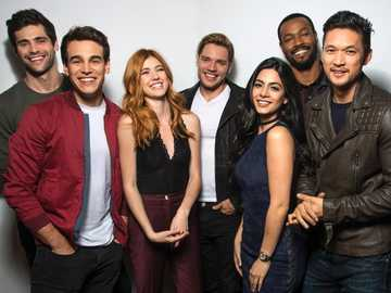 Shadowhunters - Shadowhunters - the cast on photoshooting