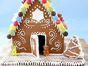 GINGERBREAD HUT - Food. A gingerbread house.