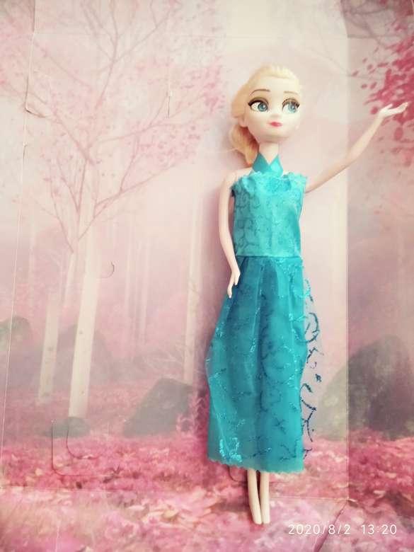 Najpiękniejsza czarownica - Rzemieślniczka Elsa wyszła na spacer