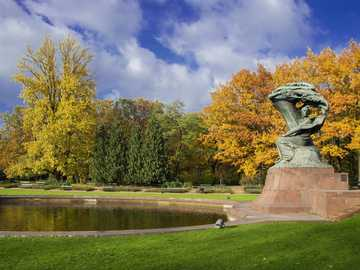 Łazienki Królewskie - Warszawa pomnik Fryderyka Chopina w Łazienkach