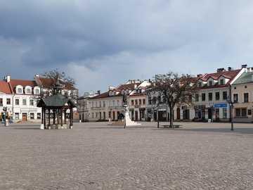 mettere in quarantena il mercato vuoto a Rzeszów - mettere in quarantena il mercato vuoto a Rzeszów