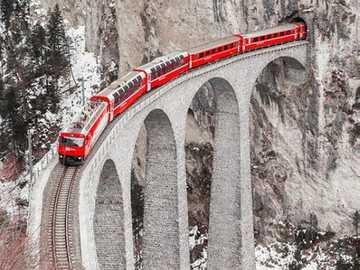 Wiadukt kolejowy. - Wiadukt kolejowy w Szwajcarii.