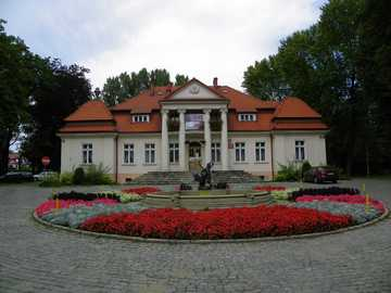 Servants. - A beautifully renovated building in CZELADZ