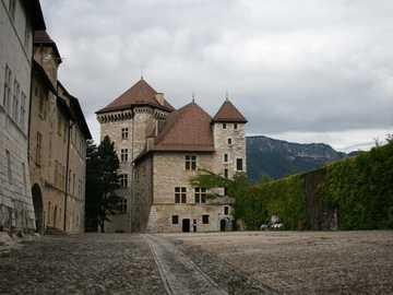 Dziedziniec zamku - Dziedziniec zamku w Europie