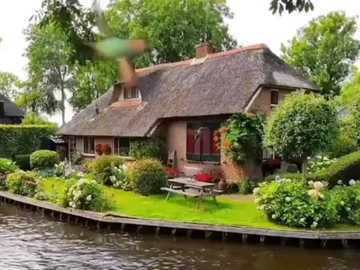 Beautiful house on the lake - Beautiful house on the lake