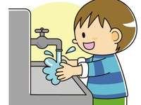 Jongen die zijn handen wast 4