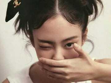 Kim Jennie Cute - w górę 90 cm w dół 90 cm w prawo 90 cm w lewo 90 cm
