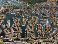 Hafen von Grimaud.