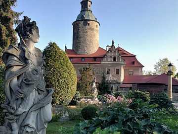Zamek Czocha - Polska. Zamek Czocha widziany z perspektywy ogrodu