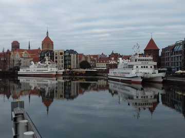 Gdansk Pologne - Vue de Gdańsk sur le front de mer de la rivière Motława