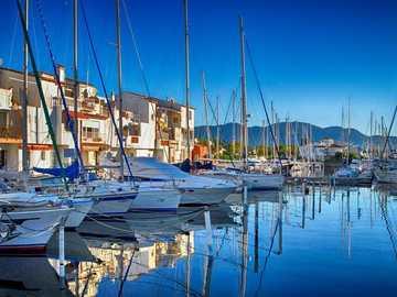 dans le port d'Empuriabrava - Port, belle journée, Costa Brava, Empuriabrava