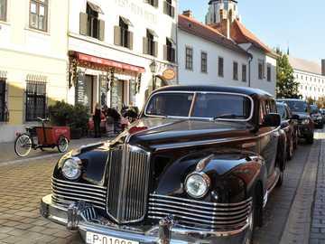 Zabytkowe auto - Zabytkowe auto na ulicach Budapesztu