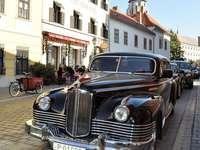 Carro antigo - Carro antigo nas ruas de Budapeste