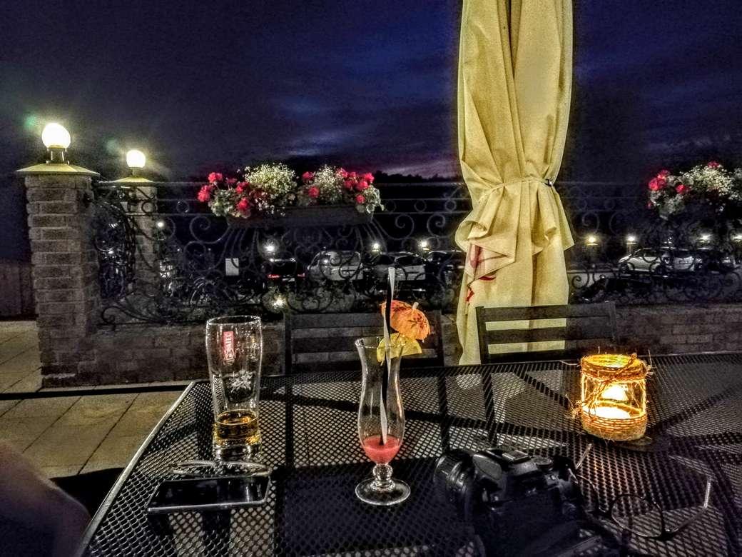 Băutură de seară pe terasă