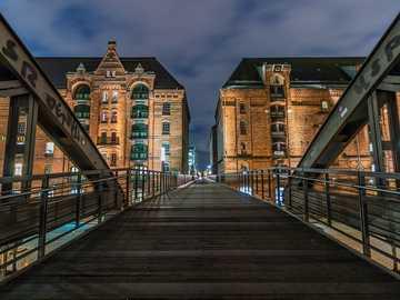 Most do miasta - Most do miasta wieczorem