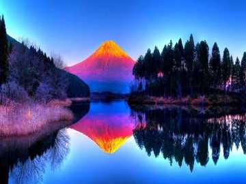 montagna colorata - montagna colorata e un po 'd'acqua