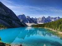 Βουνά και λίγο νερό - Βουνά και λίγο νερό και δέντρα στο πλάι