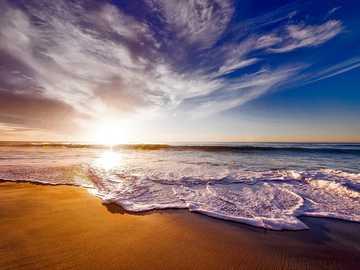 Forse un libro in riva al mare? - La proposta di oggi è un libro che si associa al mare o la sua azione si svolge nello scenario del
