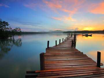 Le lac, le livre et moi ... - Organisez les énigmes, regardez la vue et pensez à quel livre cela vous fait penser, qu'il va