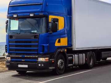Voiture bleue - Camion bleu.