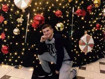 Daniel la brad - Questa immagine mostra un ragazzo dell'albero di Natale