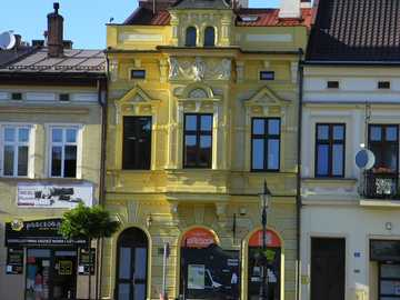 W Brzesku. - Urocze kamieniczki w Brzesku niedaleko Tarnowa