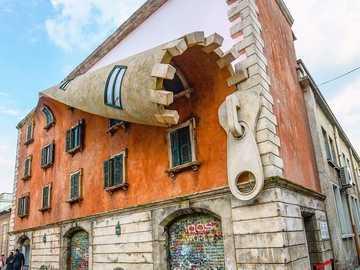 Budynek zapinany na zamek w Mediolanie - Budynek zapinany na zamek w Mediolanie