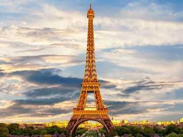 Wieża Eiffla - Paryż jest jedną z najbardziej znanych europejskich stolic, a także jedną z tych, które odwiedz